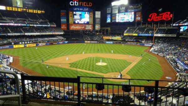 Citi Field, secção: 321, fila: 3, lugar: 13
