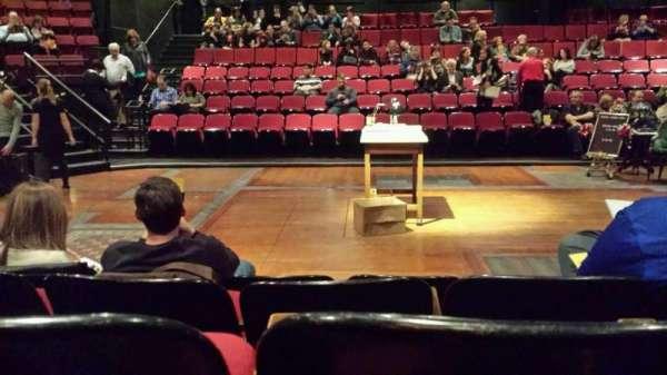 Circle in the Square Theatre, secção: Orchestra, fila: D, lugar: 229