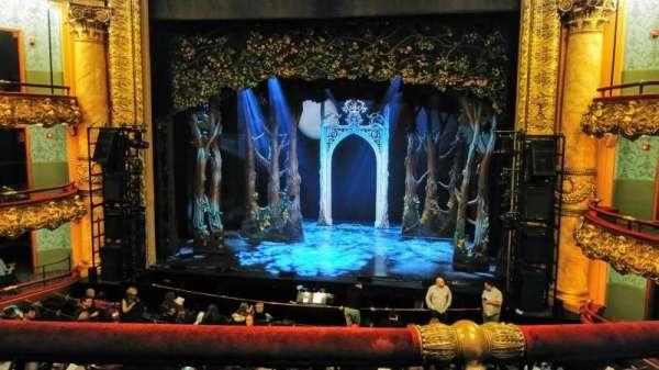 Emerson Colonial Theatre, secção: Dress circle, fila: B, lugar: 112