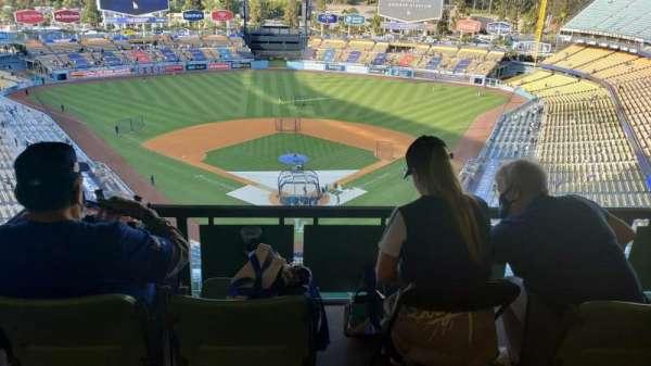 Dodger Stadium, secção: 1RS, fila: W, lugar: 1-4