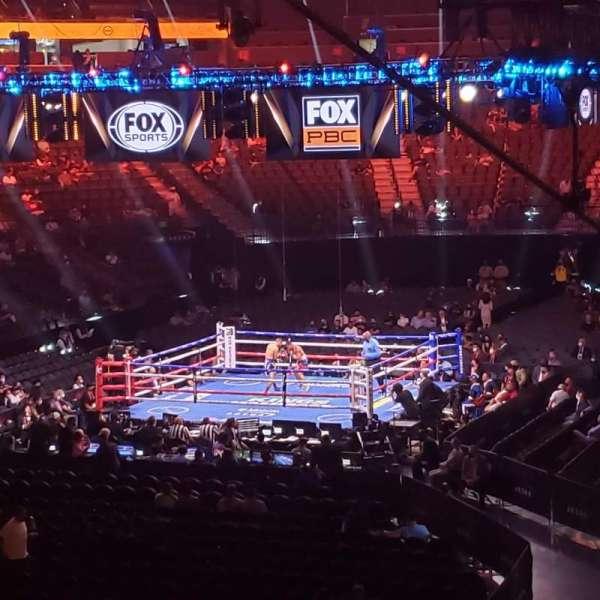 T-Mobile Arena, secção: 2, fila: U, lugar: 2