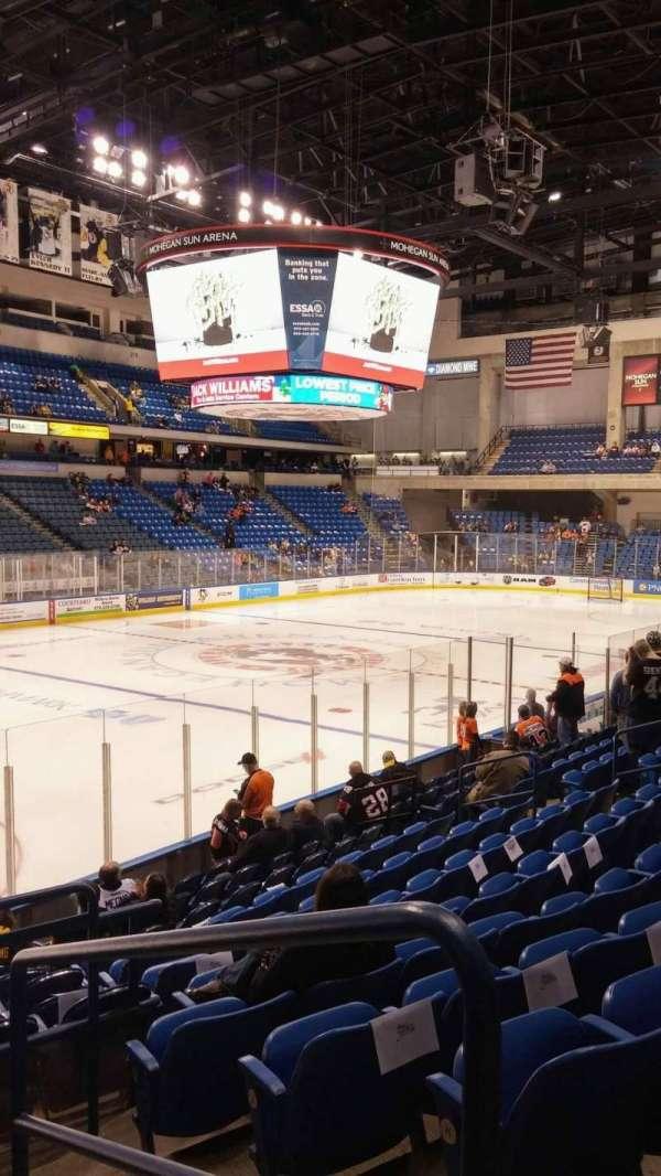 Mohegan Sun Arena at Casey Plaza, secção: 106, fila: M, lugar: 19