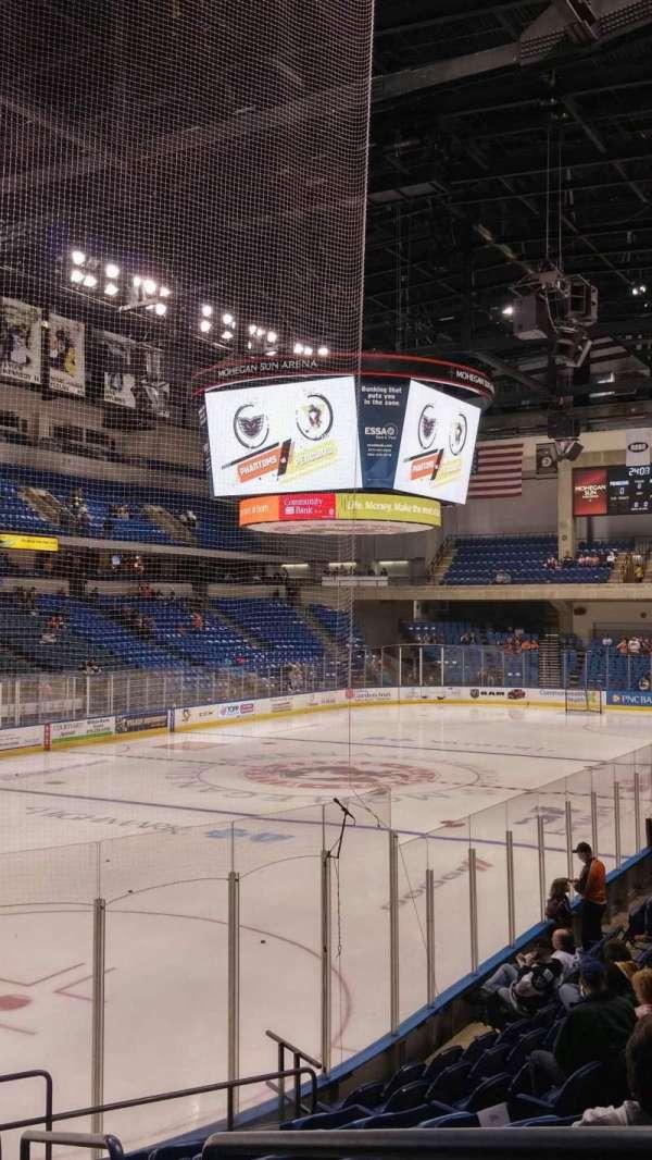 Mohegan Sun Arena at Casey Plaza, secção: 108, fila: M, lugar: 1