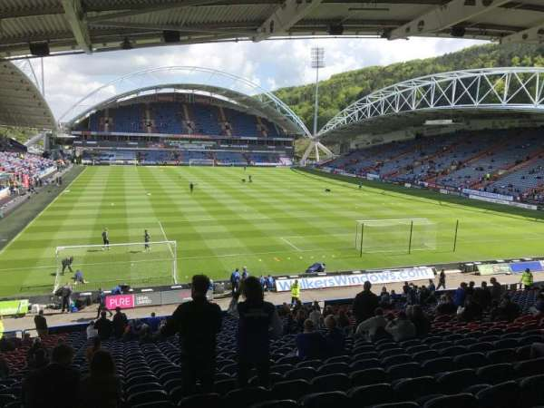 John Smith's Stadium, secção: Chadwick Lawrence, fila: RR, lugar: 122