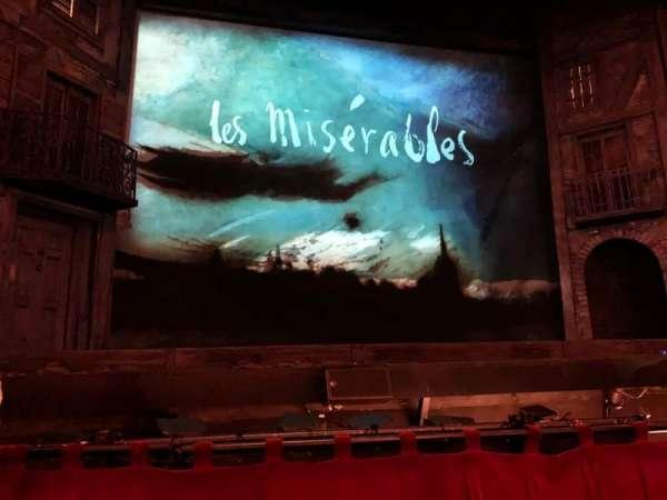 Hollywood Pantages Theatre, secção: Orchestra Center, fila: B, lugar: 113