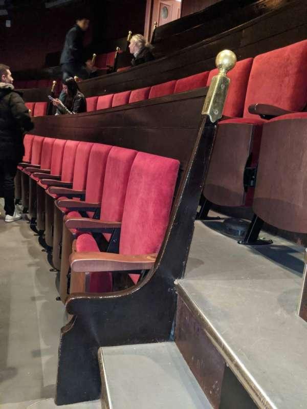 Academy of Music, secção: Amphitheater E, fila: D, lugar: 102