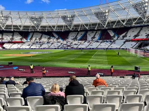 London Stadium, secção: 111, fila: 18, lugar: 232