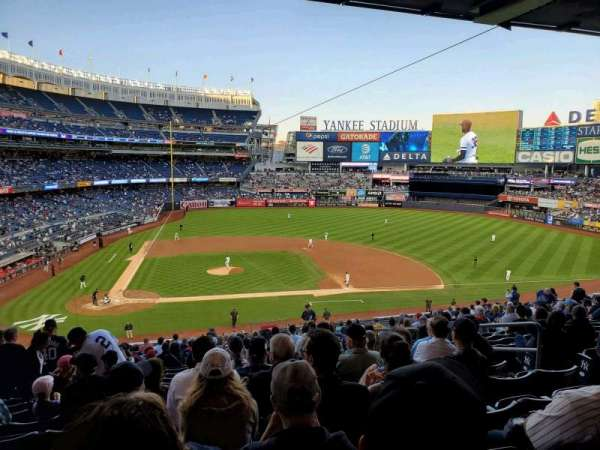 Yankee Stadium, secção: 217, fila: 20, lugar: 8