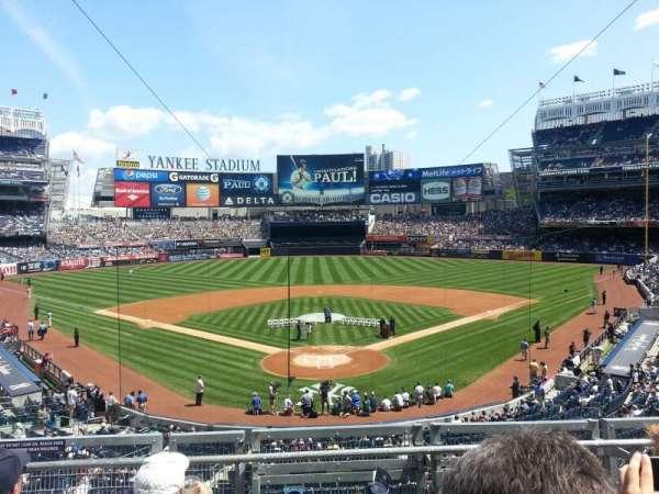 Yankee Stadium, secção: 220B, fila: 4, lugar: 10