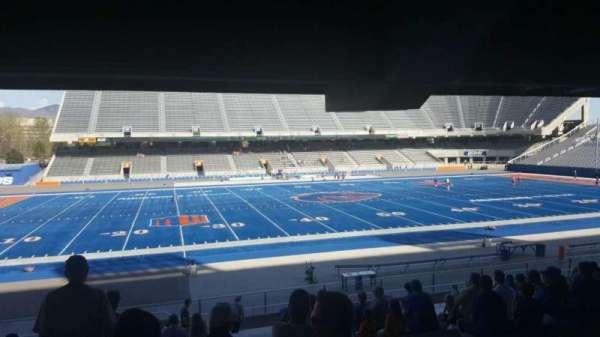 Albertsons Stadium, secção: 9, fila: V, lugar: 33