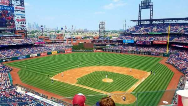 Citizens Bank Park, secção: 322, fila: 3, lugar: 13