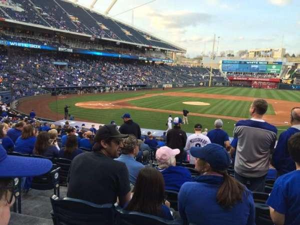 Kauffman Stadium, secção: 135, fila: X, lugar: 1