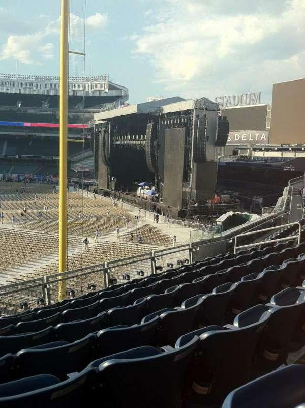 Yankee Stadium, secção: 208, fila: 8, lugar: 17