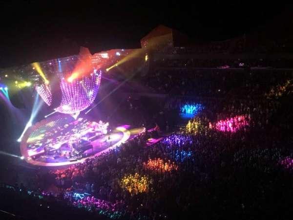 John Paul Jones Arena, secção: 311, fila: AA, lugar: 12