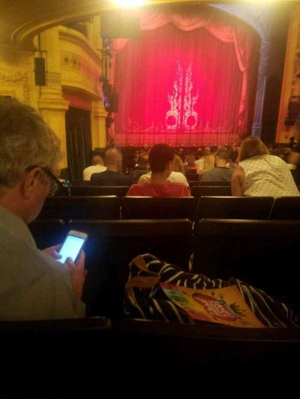 Hudson Theatre, secção: orchestra l, fila: R, lugar: 11