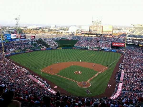 Angel Stadium, secção: 519, fila: H, lugar: 10