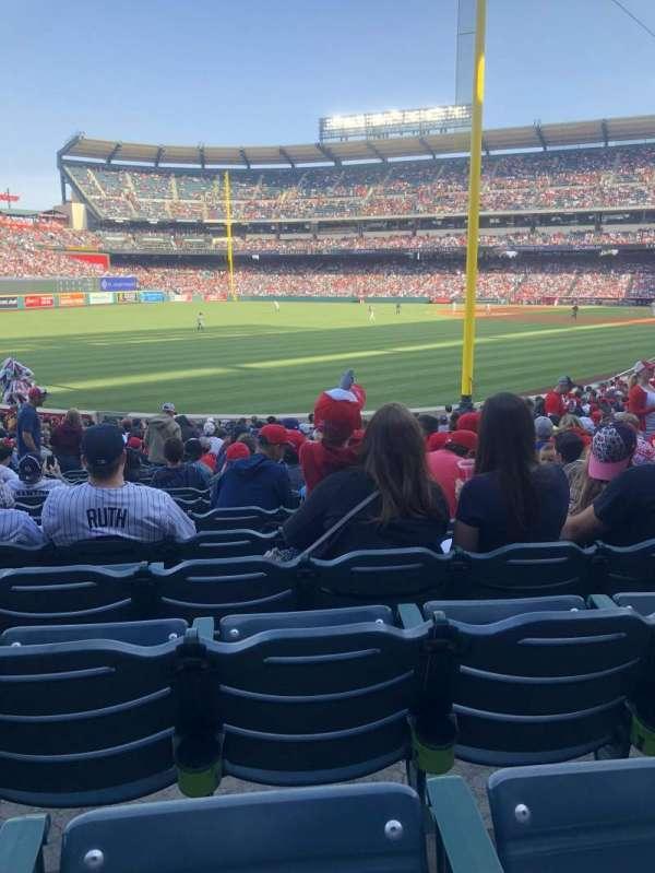 Angel Stadium, secção: F102, fila: X, lugar: 15
