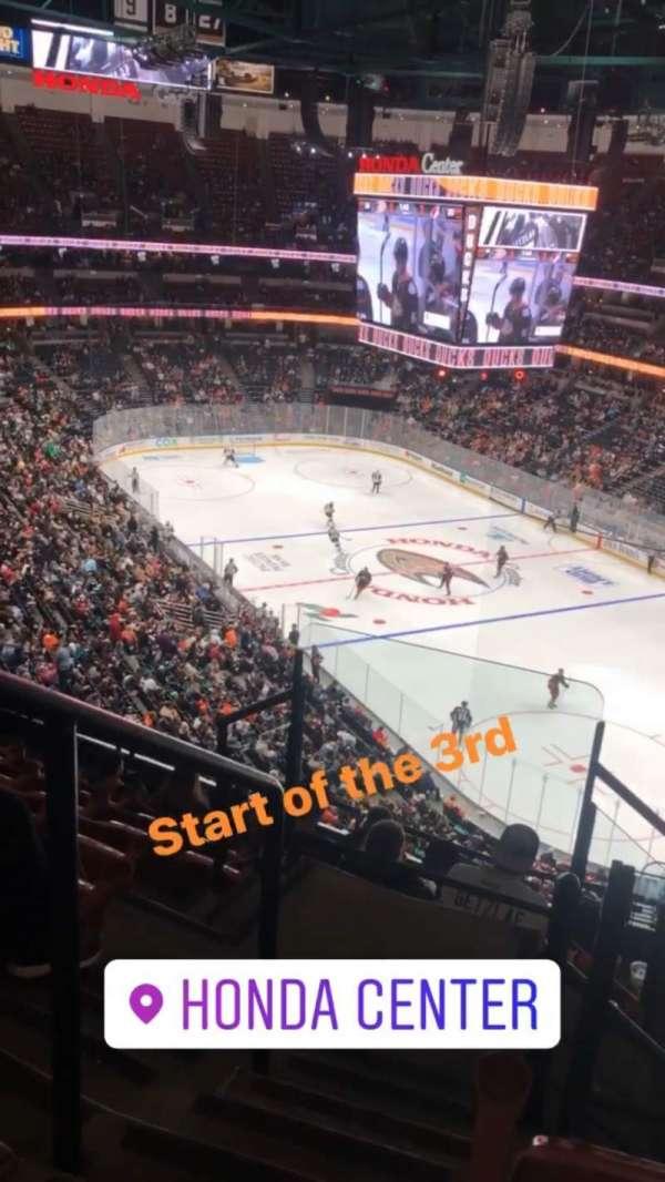 Honda Center, secção: 405, fila: H, lugar: 12