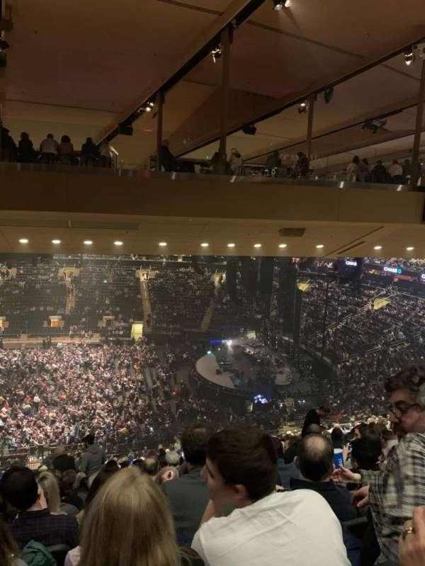 Madison Square Garden, secção: 212, fila: 19, lugar: 8