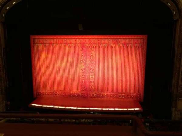 Cadillac Palace Theater, secção: Loge C, fila: B, lugar: 320