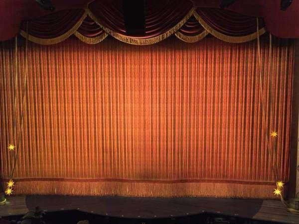 Imperial Theatre, secção: Front Mezzanine 2, fila: A, lugar: 1