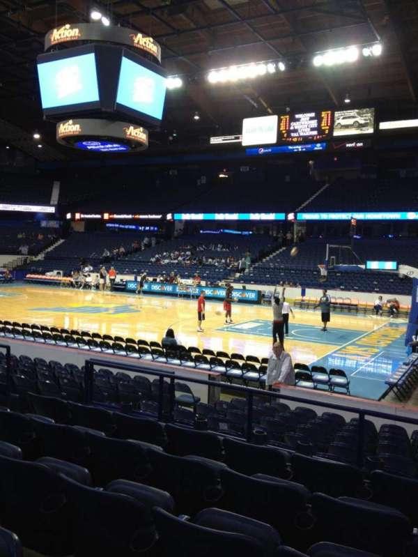 Allstate Arena, secção: 102, fila: F, lugar: 13