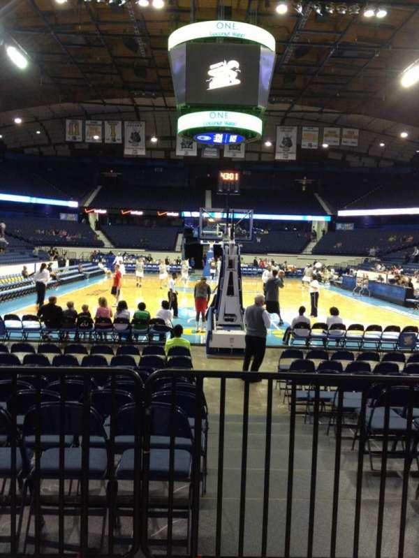 Allstate Arena, secção: 115, fila: B, lugar: 1