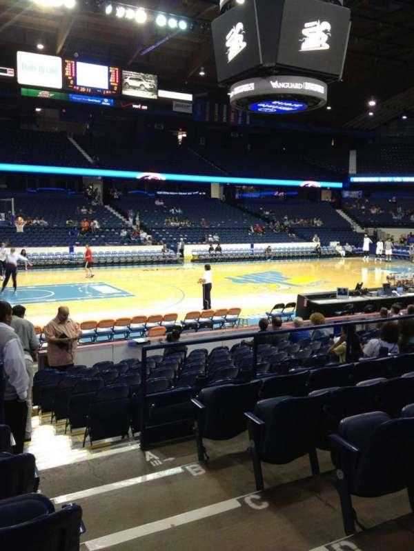 Allstate Arena, secção: 112, fila: F, lugar: 2