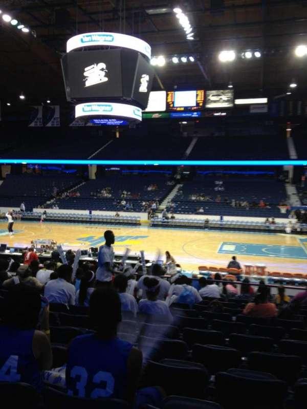 Allstate Arena, secção: 110, fila: M, lugar: 8