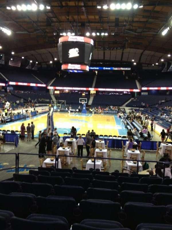 Allstate Arena, secção: 106, fila: L, lugar: 15