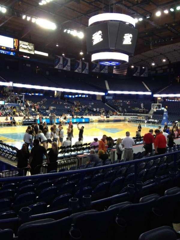 Allstate Arena, secção: 104, fila: D, lugar: 17