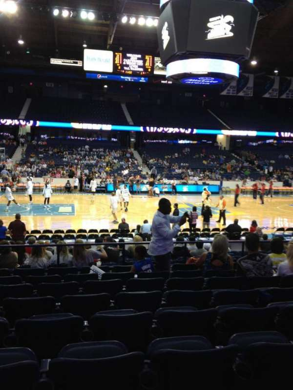 Allstate Arena, secção: 103, fila: J, lugar: 17