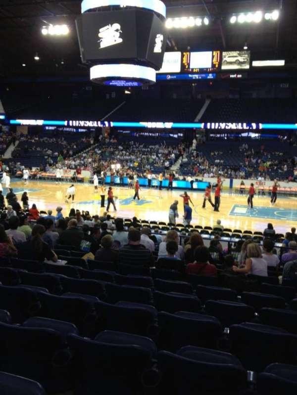 Allstate Arena, secção: 102, fila: M, lugar: 8