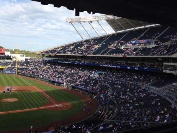 Kauffman Stadium, secção: 308, fila: F, lugar: 3