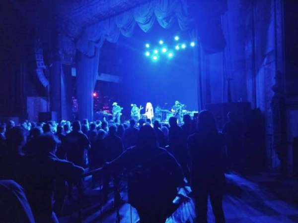 The Fonda Theatre, secção: Floor, fila: GA, lugar: Right side of thea