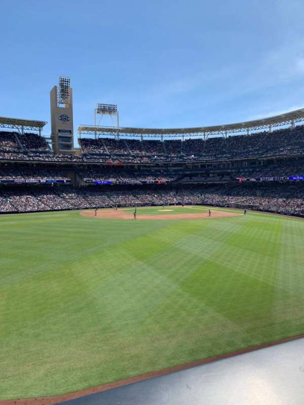 PETCO Park, secção: The point, fila: A, lugar: 44