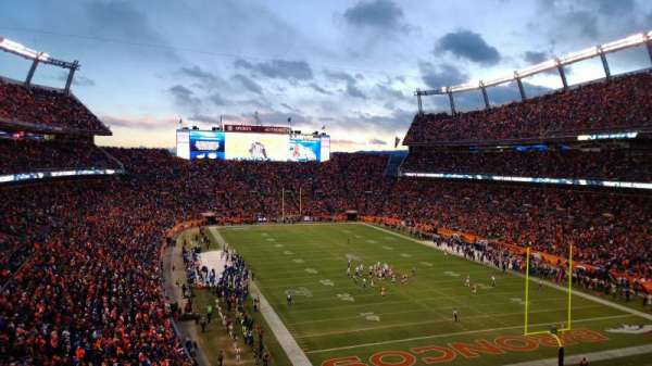 Broncos Stadium at Mile High, secção: 326, fila: 8, lugar: 13