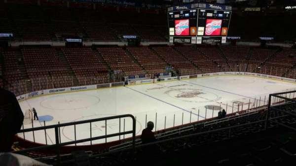Joe Louis Arena, secção: 211B, fila: 5, lugar: 8