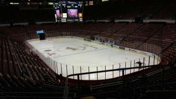 Joe Louis Arena, secção: 203A, fila: 5, lugar: 3