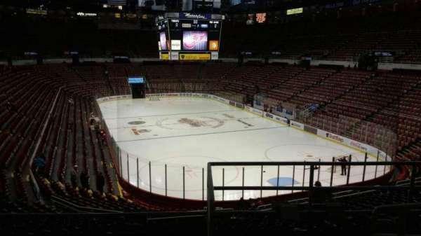 Joe Louis Arena, secção: 202B, fila: 5, lugar: 12
