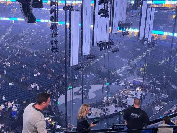 Amalie Arena, secção: Club 7, fila: H, lugar: 2