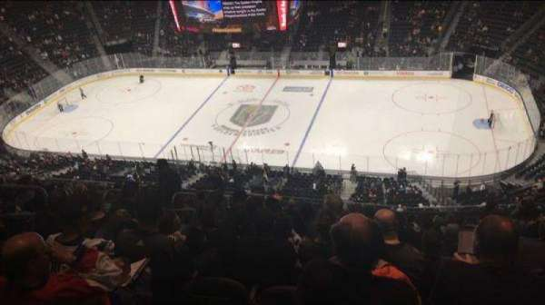 T-Mobile Arena, secção: 225, fila: TT, lugar: 3