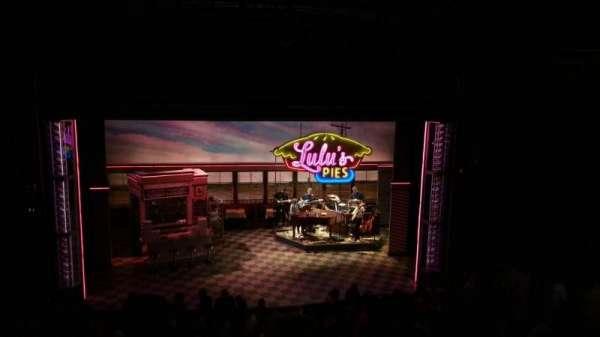 Brooks Atkinson Theatre, secção: Mezz, fila: E, lugar: 116