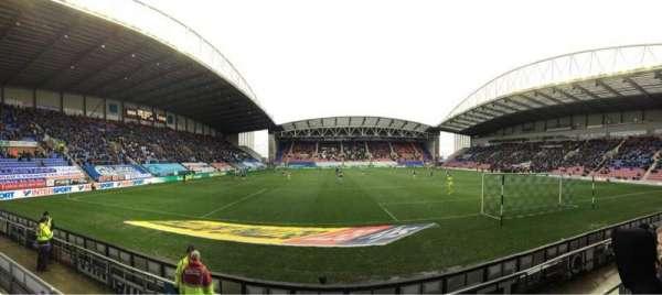 DW Stadium, secção: NS5, fila: E, lugar: 117