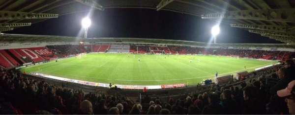 Keepmoat Stadium, secção: West Stand, fila: W, lugar: 692