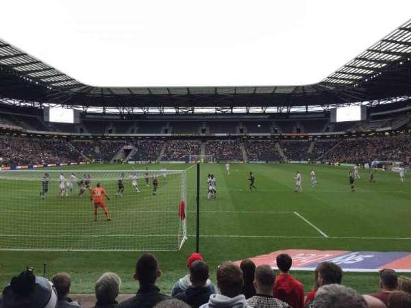 Stadium:mk, secção: 32, fila: H, lugar: 904