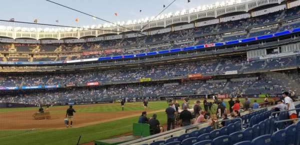 Yankee Stadium, secção: 027B, fila: 6, lugar: 1 and 2