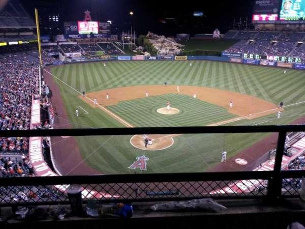 Angel Stadium, secção: V420, fila: B, lugar: 3