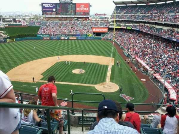 Angel Stadium, secção: V415, fila: F, lugar: 1