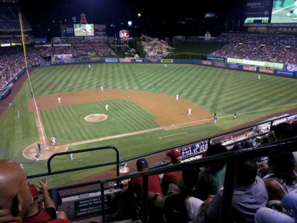 Angel Stadium, secção: V422, fila: E, lugar: 16